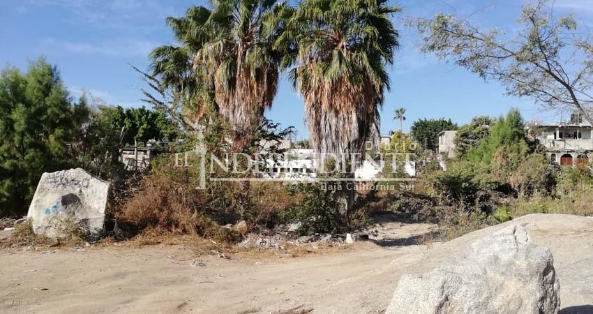 Cañadas de colonia Lomas del Faro llenas de basura y cacharros