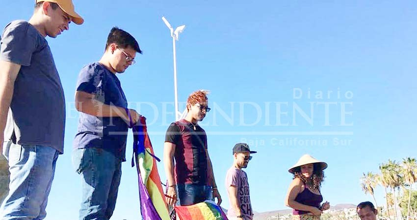 Se reúne comunidad LGBTTI para conmemoran el Día Internacional contra la homofobia