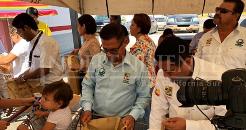 Zofemat Los Cabos entrega mil 400 bolsas biodegradables para ir al supermercado