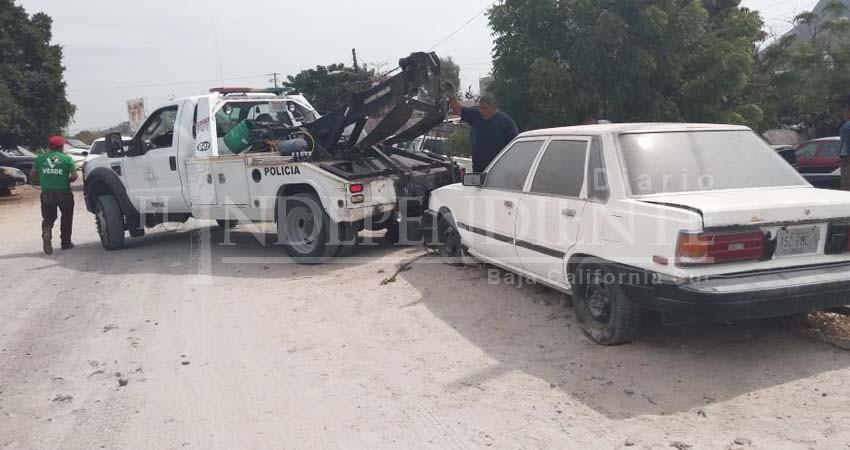 """867 vehículos """"abandonados"""" han sido retirados de la vía pública en La Paz"""