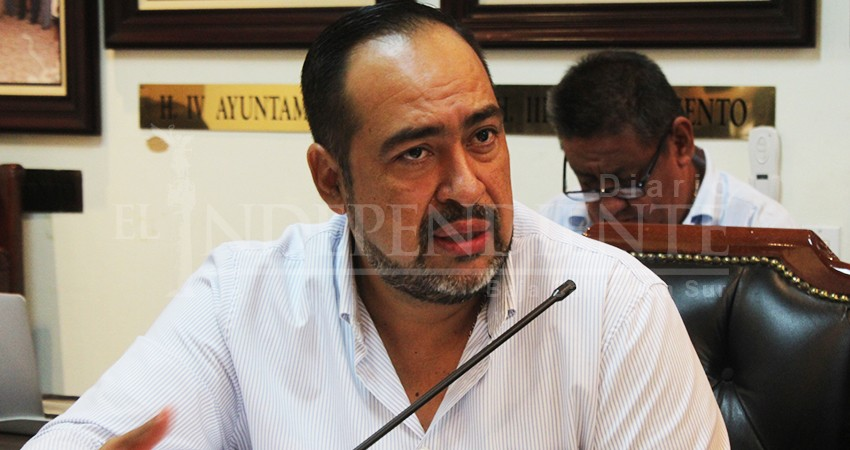 Que funcionarios no se estacionen frente al Palacio Municipal de Los Cabos, pide regidor