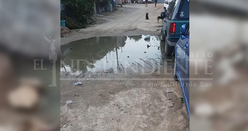 Por colapso de drenaje, aguas negras ingresan hasta domicilios de la colonia Buenos Aires