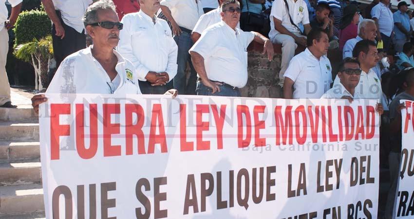 """Tras un año de manifestaciones,taxistas vencieron a la """"Ley Mendoza"""""""