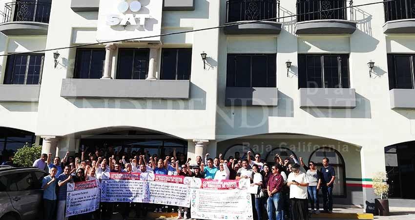 Sindicalizados delCecytese manifiestan por adeudos del Gobierno de México