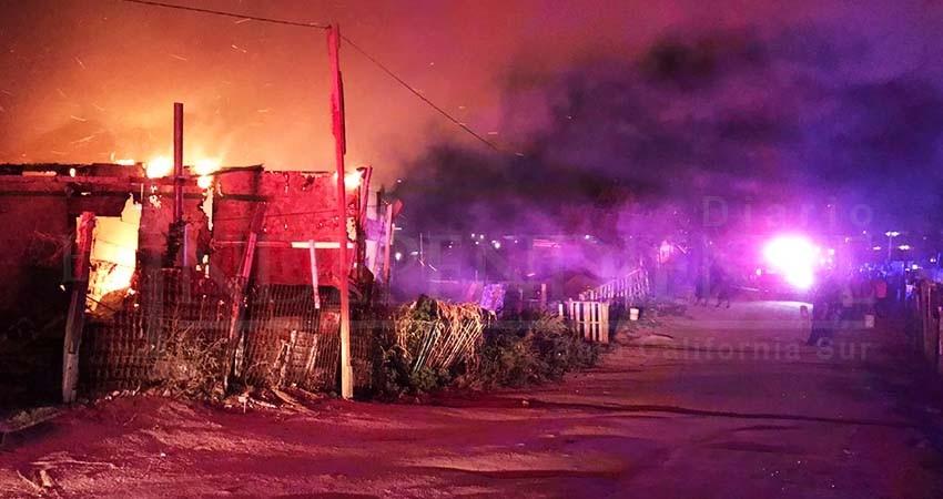 Voraz incendio despierta a vecinos de la invasión Chulavista en CSL