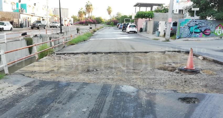 Abandonan reparación de bache en colonia Miramar de CSL