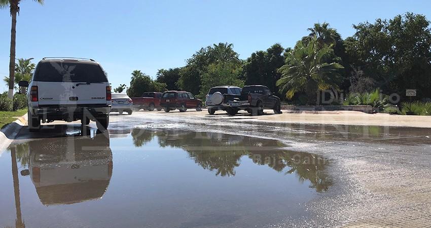 Castro Guzmán se dice incansable en su trabajo por solucionar derrames de aguas negras y baches