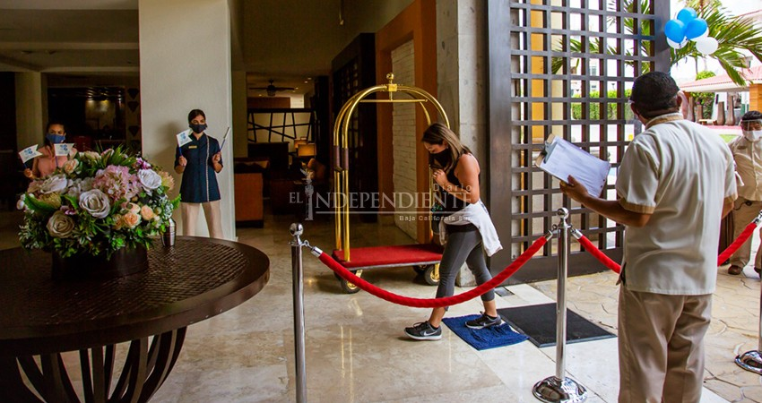 Continúa apertura de hoteles y restaurantes en Cabo San Lucas