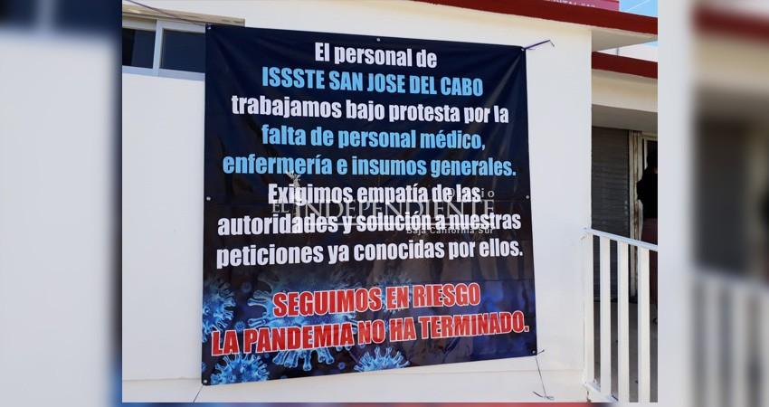 """Personal protesta en ISSSTE. """"Solo se aplica normatividad"""": Subdelegación"""