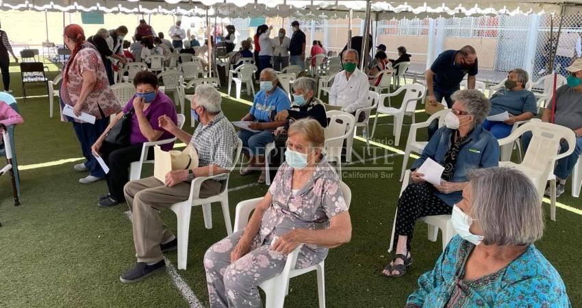 Concluyen primera jornada de vacunación contra Covid19 en zona urbana de La Paz