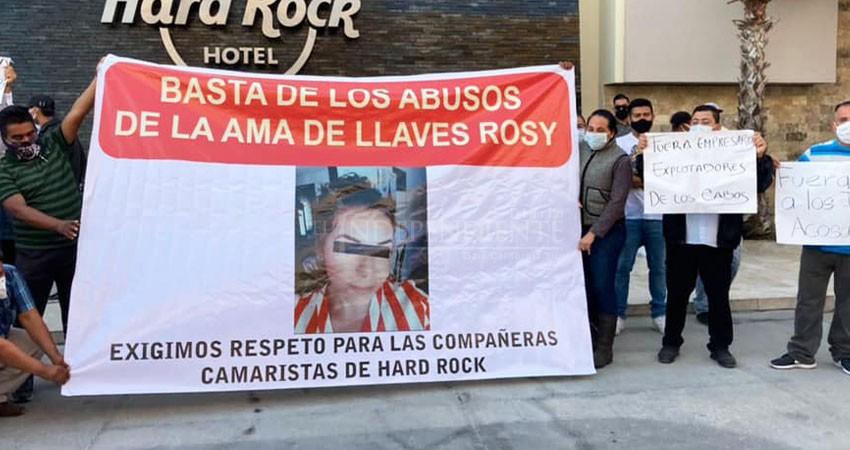 Irrumpen afiliados a la CROC con manifestación en instalaciones del Hotel Hard Rock
