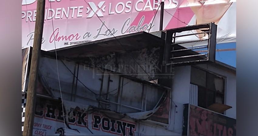 Se incendia local comercial en Cabo San Lucas