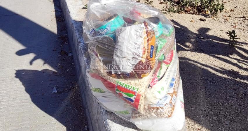Reparte ciudadano despensas a familias con COVID-19 en La Paz