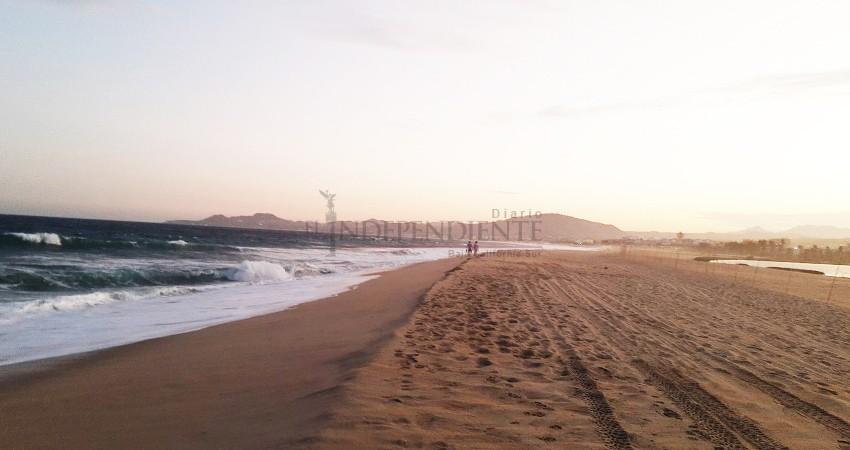 """El mar está """"brincando"""" la barra arenosa del estero de SJC"""