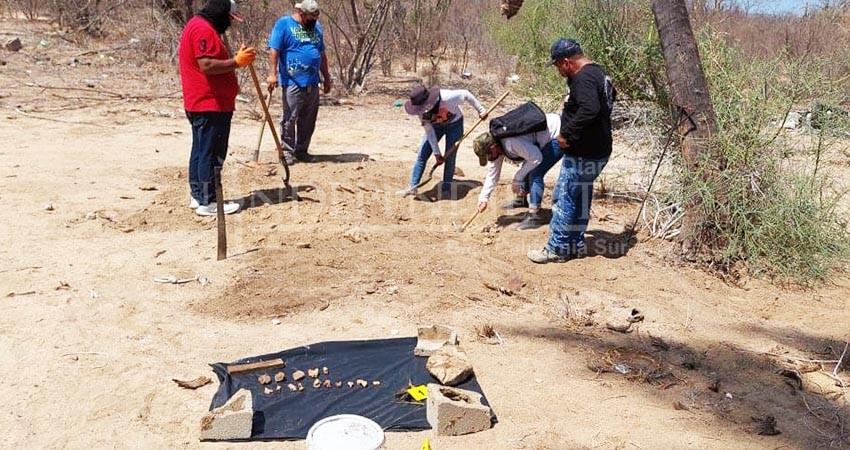 Existen más de 228 cuerpos en fosas comunes y sin identificar: familiares de desaparecidos