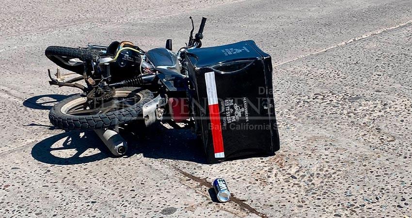 Dos lesionados en fuerte choque entreautomóvil y motocicleta